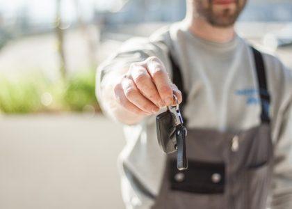 Auto-verkopen-dealer-voordelen-nadelen